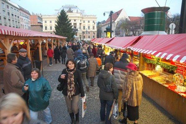 Trhy na Hviezdoslavovom námestí organizuje Staré Mesto, na Hlavnom námestí magistrát.