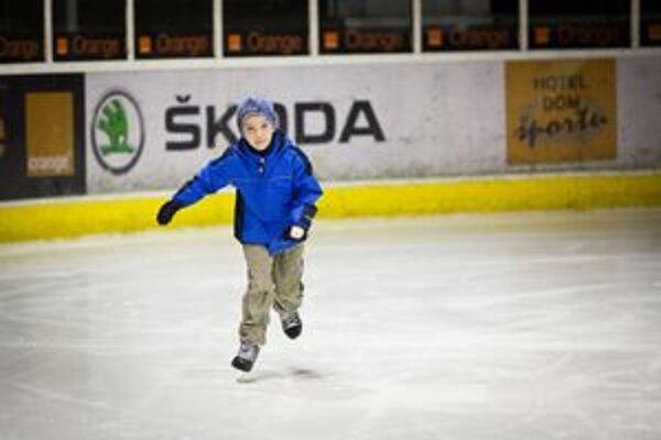 Počas štrajku si deti z materských a základných škôl mestskej časti Ružinov prišli zakorčuľovať na zimnom štadióne Vl. Dzurillu.