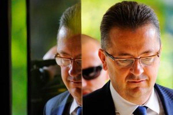 Podľa krajského predsedu Smeru Martina Glváča sa strana rozhodne najskôr na jar 2013.