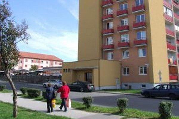 Obyvatelia bytovky na Ulici A. Dubčeka plánujú samostatné kúrenie.