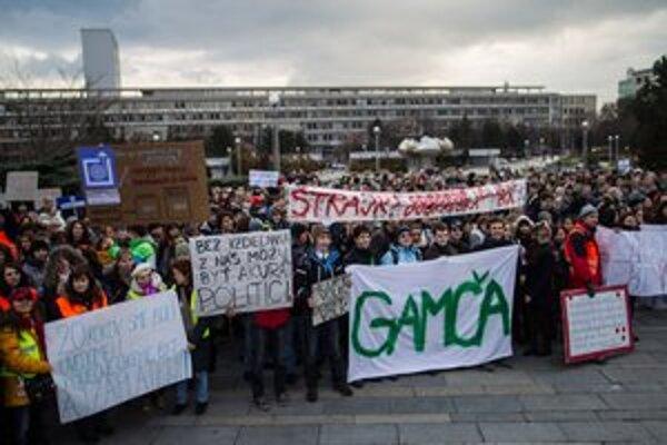 Štrajk učiteľov podporili aj študenti.