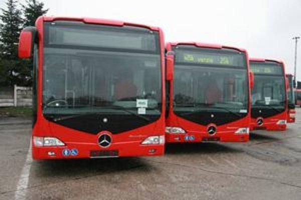 Autobusy sú plne klimatizované, nízkopodlažné a majú dĺžku 19,54 metra.