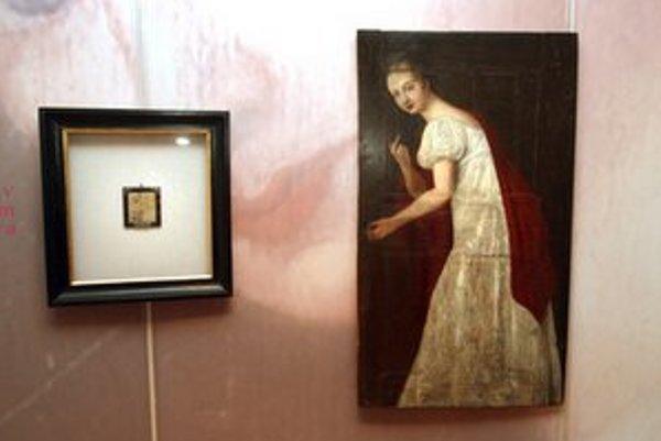 Exponáty na výstave o Levočskej bielej panej, ktorá prichádza do Bratislavy.