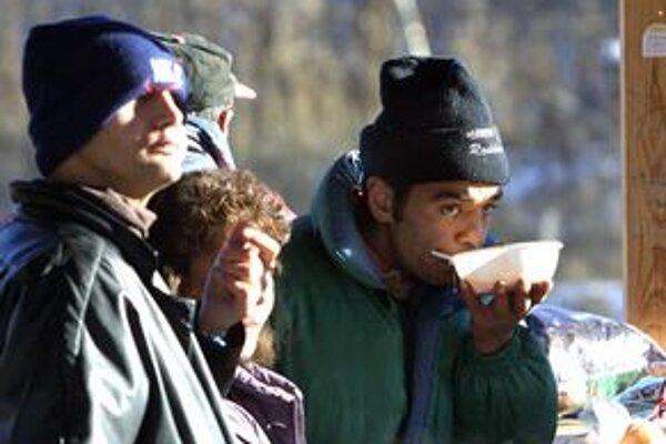 Petržalskí sociálni pracovníci prichádzajú za bezdomovcami najčastejšie v zime.