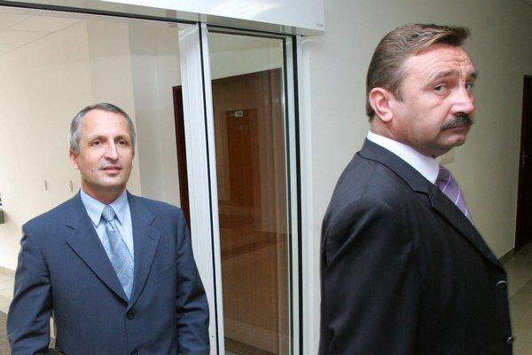 Exstarostu Bielika (vľavo) očistili súdy, Šuščáka prezident.