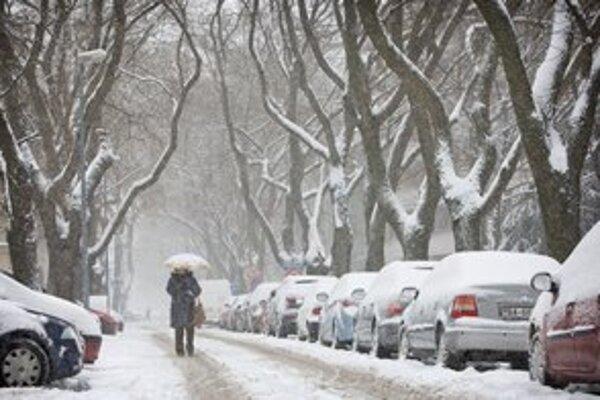 Zničené cesty najviac cítiť v zime.