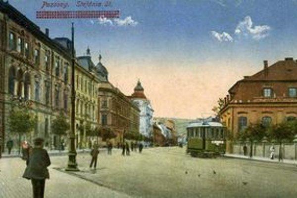 Električka jazdila po Štefánikovej ulici okolo Grassalkovičovho paláca celé desaťročia.