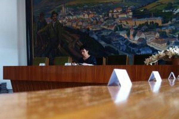 Primátorka Zuzana Balážová musela aj dnešné zastupiteľstvo pre neúčasť väčšiny poslancov ukončiť.