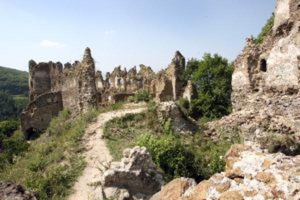 Po roku 1242, keď sa už na Šúšol zabudlo, bol postavený kamenný hrad Šášov.