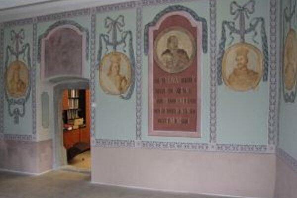 Nástenné maľby uhorských panovníkov sú po požiari kompletne zreštaurované.