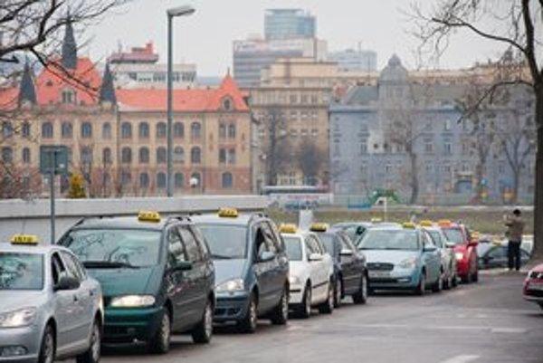 Dnešná protestná jazda taxikárov.