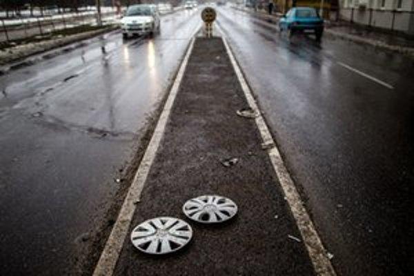 Cestné dane ktoré platia vodiči v hlavnom meste idú župe, ktorá cesty v Bratislave nespravuje.