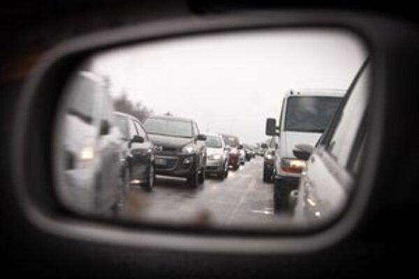 Až štvrtina z úmrtí na cestách v Bratislave sa stala na diaľnici D1.