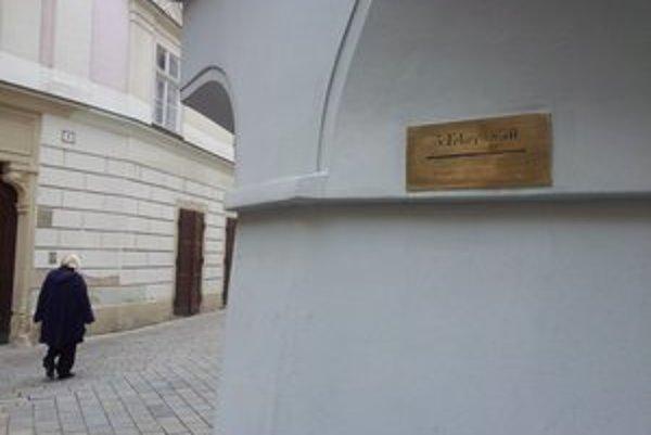 Ryska na rohu Laurinskej.
