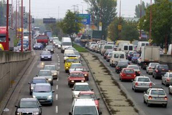 Rozvoj dopravnej infraštruktúry v Bratislave za posledných dvadsať rokov značne zaostal za jej územným rozvojom.