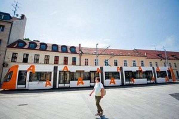 Bratislava dnes nemá ani jednu nízkopodlažnú električku. Nové obstaráva v tendri.