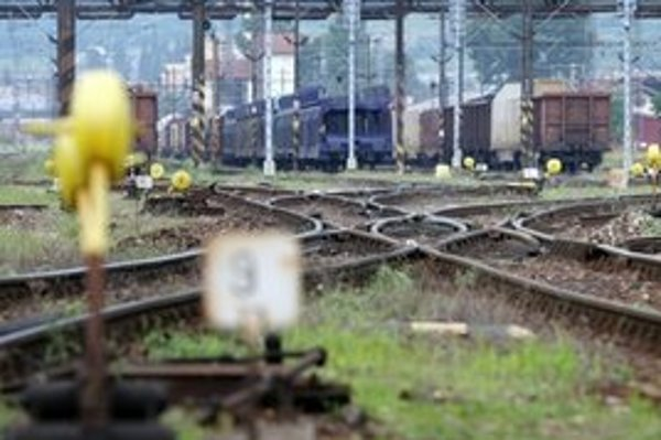 Muž vstúpil do dráhy osobnému vlaku, zrážku neprežil.