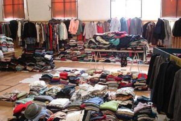Vlani vyzbierali v Žarnovici až tri tony obnoseného šatstva.