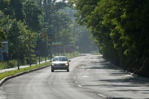 Viaceré dopravné obmedzenia v Bratislave platia, ale situácia sa dostáva postupne do normálu.