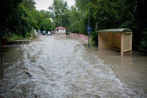 Dunaj zaplavil aj Devínsku cestu.