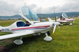 Vajnorské letisko už niekoľko rokov chátra. Športové lietadlá sa presťahovali na letisko v Bolerázi.