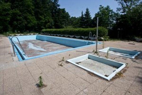 Bazény v Ekoiuvente sú prázdne.