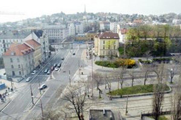 Predstaničné námestie ešte v roku 2007.