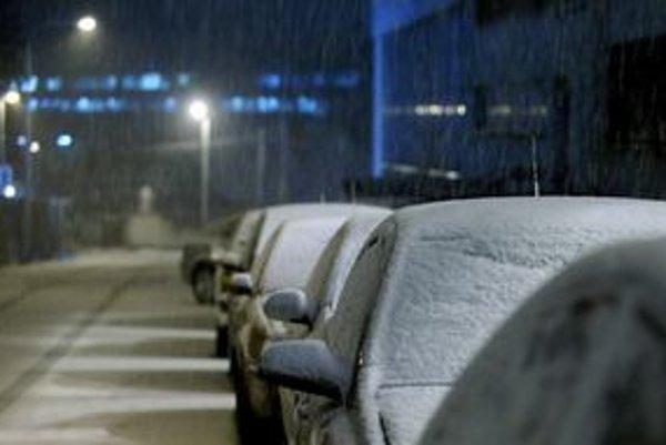 Ľudia s trvalým pobytom v Bratislave vraj budú môcť pred domom parkovať za symbolickú cenu.