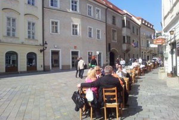 Slnko skutočne hreje. V Bratislave je 16 stupňov.
