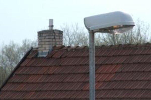Ak by pouličné lampy v Hodruši-Hámroch od jednej do štvrtej hodiny vypínali, obec ušetrí 3 600 eur ročne.
