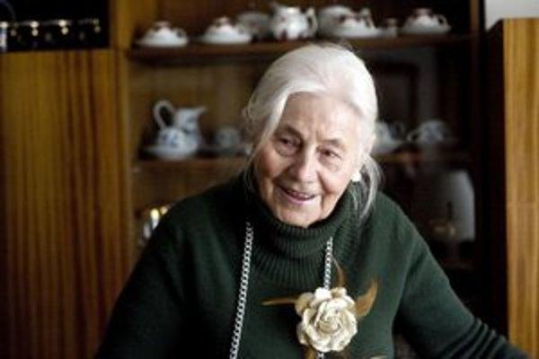 Niekdajšia lesná inžinierka Magdaléna Kočanová má 89 rokov. V škole najskôr bojovala s predsudkami proti ženám. Muža jej po vojne mučili komunisti, v auguste 1968 vyháňala Rusov v uliciach. Teraz si plní sny.