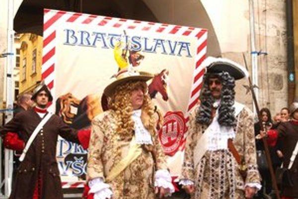 Mestské brány dnes odpečaťovali. Parochňu si dal Vladimír Grežo, riaditeľ BKIS a v druhej parochni sa ukázal primátor Ftáčnik.