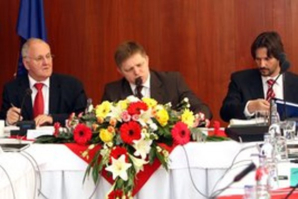 Dušan Čaplovič (vľavo) a Robert Kaliňák sa vrátili do vlády. Kaliňák chce zostať aj v mestskom zastupiteľstve.