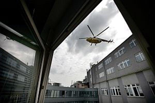 Vrtuľník v centre Bratislavy.
