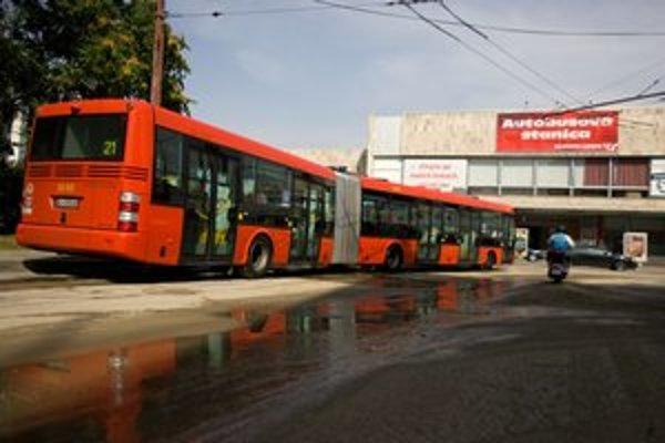 V autobuse 21 môžte surfovať na ceste z Devínskej Novej Vsi až po autobusovú stanicu.