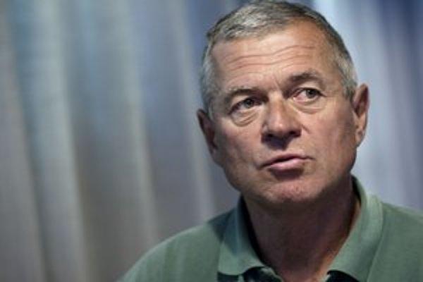Peter Hochschorner, tréner a otec zlatých a po olympiáde v Londýne bronzových dvojičiek, je novým mestským poslancom. Priznáva, že na zasadnutiach bude chýbať. Reprezentácia Slovenska je pre neho prvoradá.