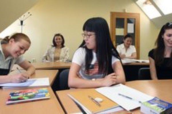 Zápisy do jazykových škôl budú v septembri.
