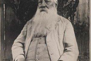 S neodmysliteľnou bradou. Práve s dlhým bielym porastom zachytávajú Rudolfa Geschwinda dobové fotografie.