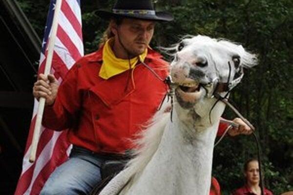Pony Express prechádza Slovenskom dvoma trasami.