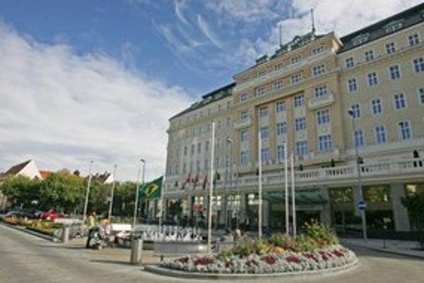Kino bolo najprv v Carltone, potom v budove Mladosti.