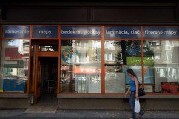 Obchod sa presťahoval na Košickú. Mapy sa tu dajú kúpiť i zarámovať.