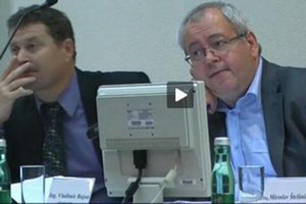 Cez internet môžu Bratislavčania sledovať rokovania viacerých zastupiteľstiev.