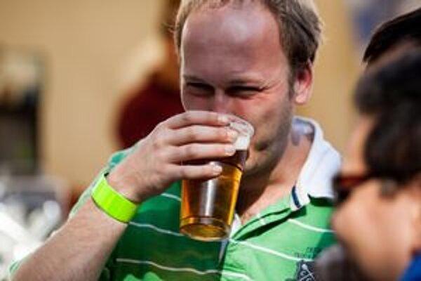 Bratislavčania prišli ochutnávať rôzne druhy piva.