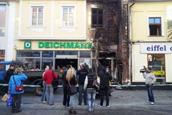 Požiar poškodil dom.