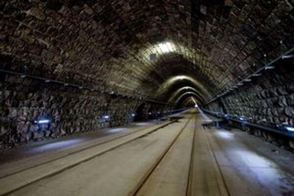 Tunel je zatvorený už od februára. Opravený by mal byť najskôr v apríli 2013.