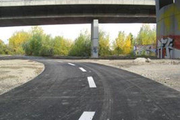 Nová cyklotrasa umožní obísť križovatky pri Prístavnom moste.