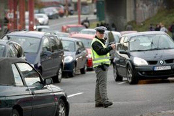 Na dopravu v okolí štadióna bude dohliadať 130 dopravných policajtov.