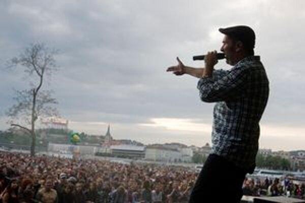 Na majálesových koncertoch býva plno. Vlani ľudí bavil aj Polemic.