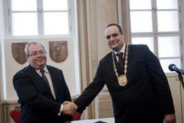Frešo chce zlegalizovať slovo župan (na snímke so svojim predchodcom Vladimírom Bajanom)