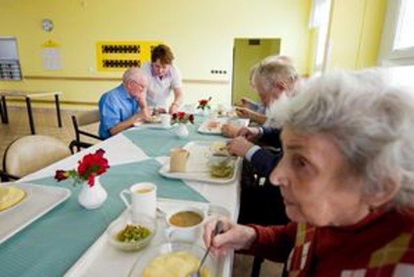 Domovy seniorov dostanú viac. Na snímke klienti domova Archa na Kramároch